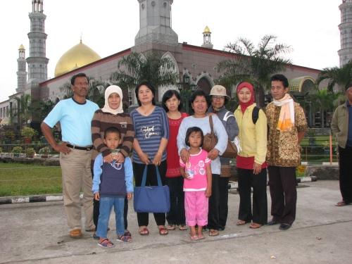 Di Depan Masjid Kubah Emas Depok Jawa Barat